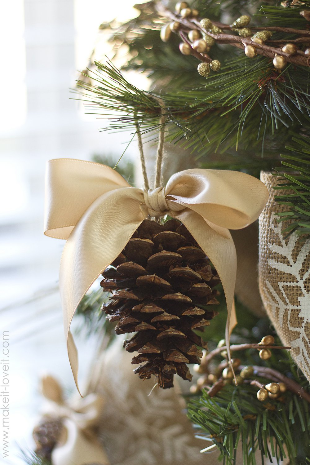 pinecone bow diy ornament