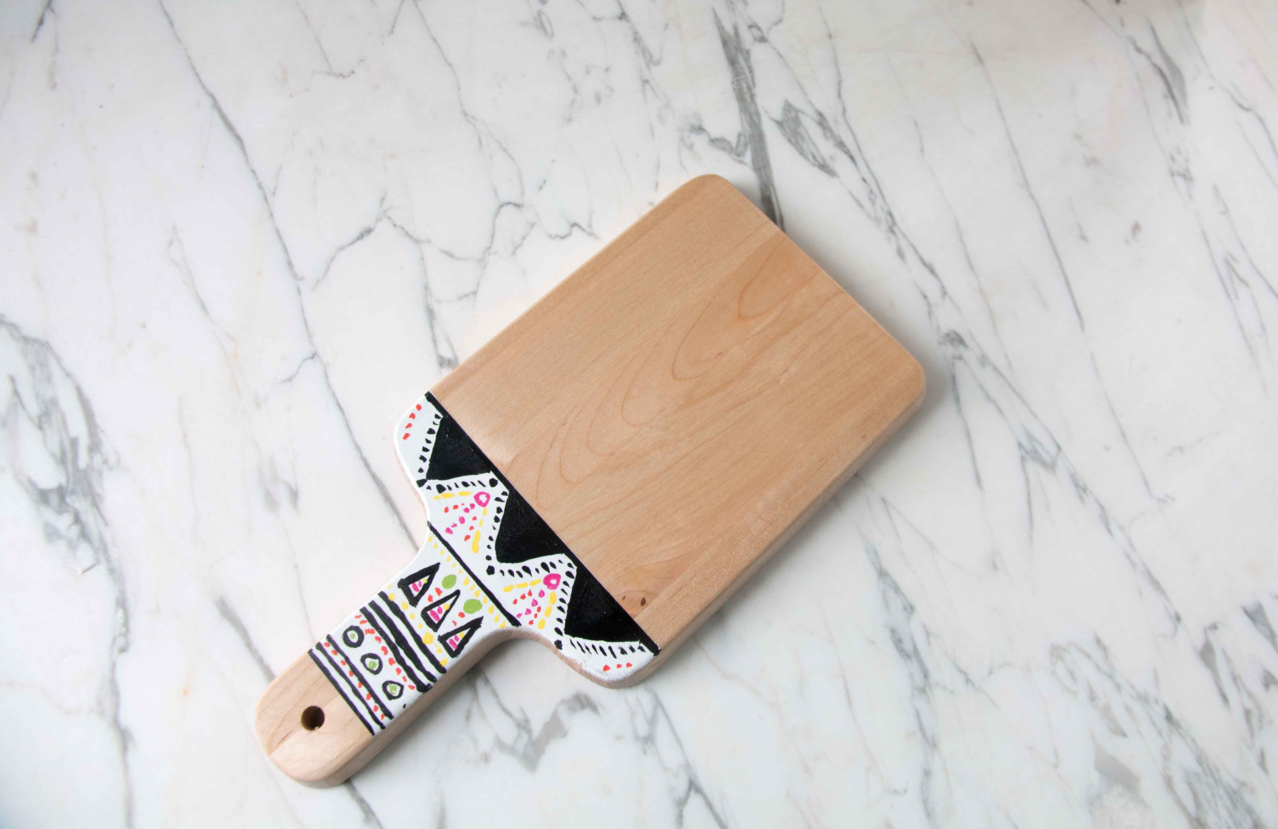 tribal-cutting-board-diy