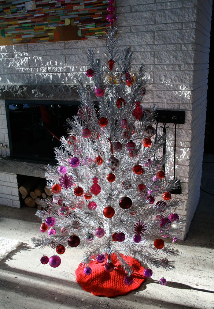 25 non traditional christmas decorating ideas for Non traditional christmas tree ideas