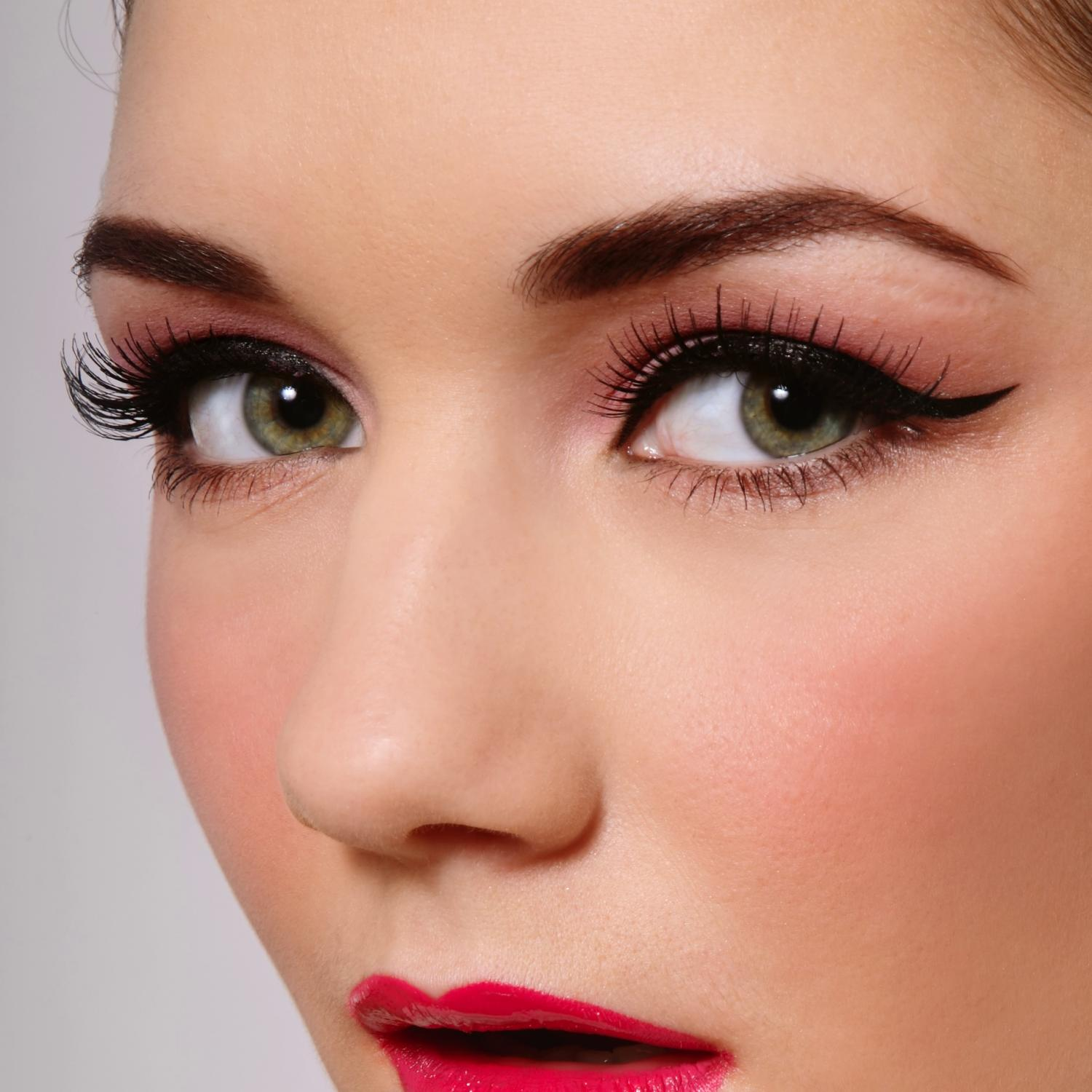 25 How-To's For Creating The Perfect Cat Eye