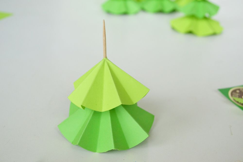 Christmas Tree Cupcake Toppers - Glue dried