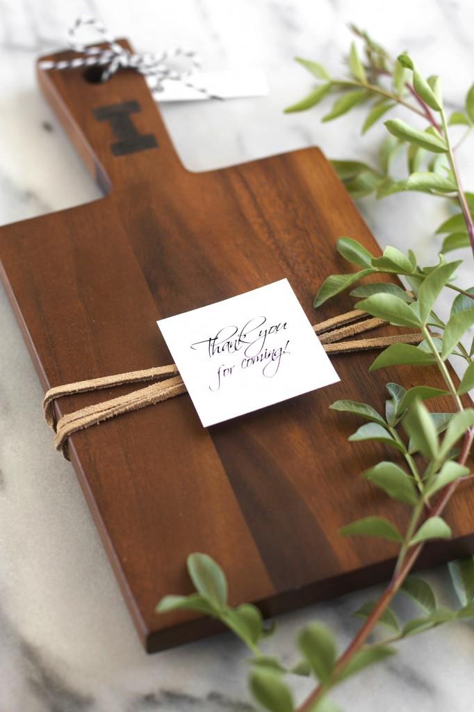 25 easy diy hostess gift ideas diy personalized cutting board solutioingenieria Choice Image