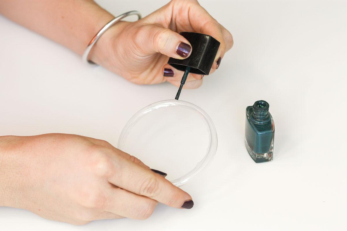 DIY bangs from plastic bottles paint