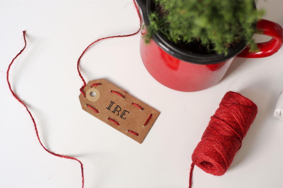 DIY gift tag embrodered set