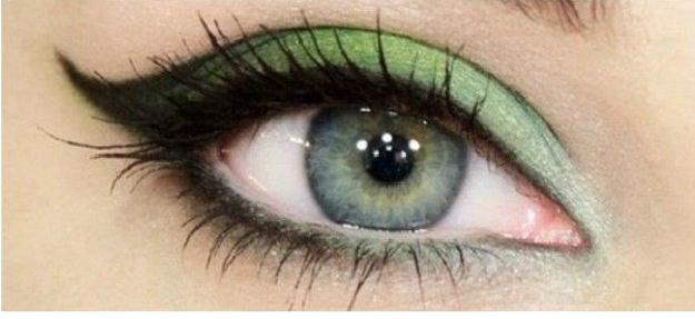 Green Cat Eye Makeup