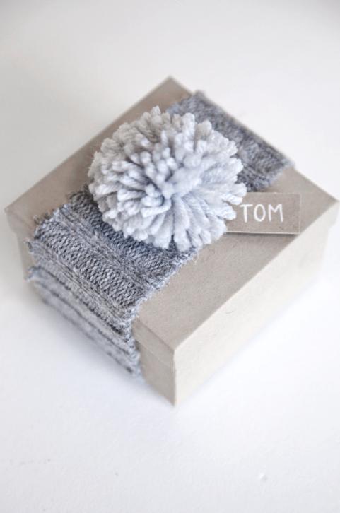 35 sweater gift wrap idea