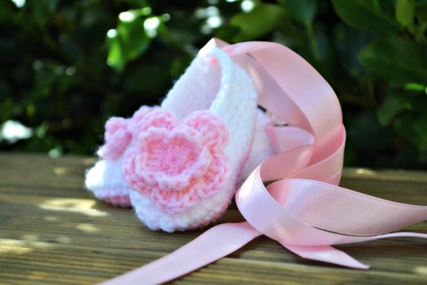 crochet-ballet-baby-booties