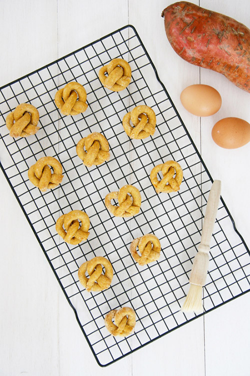 easy_homemade_sweet_potato_pretzels_dog_treats_01