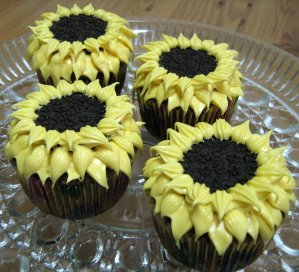 oreo-sunflower-cupcakes