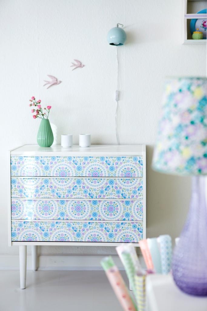 Dresser wallpaper