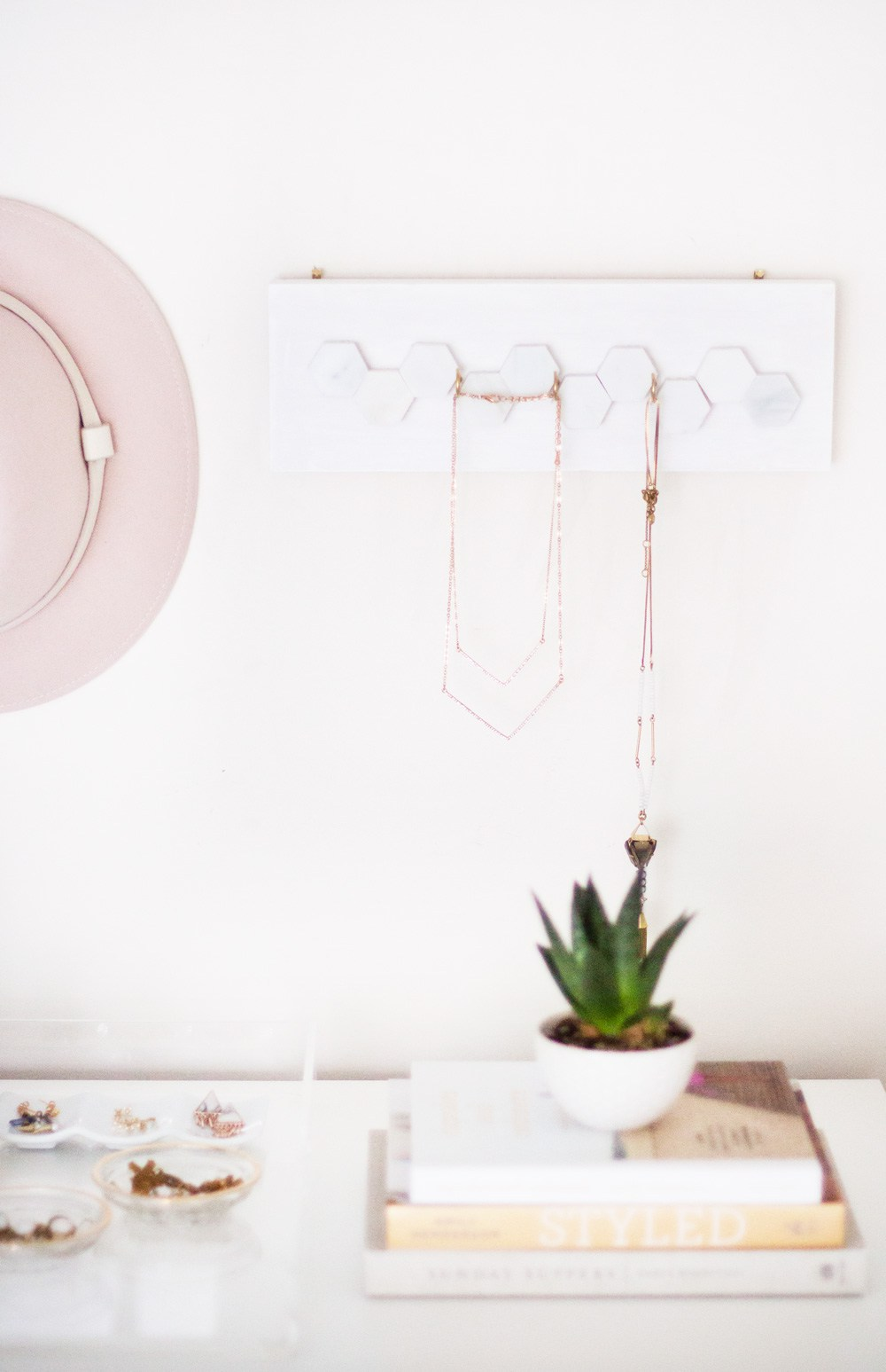 3 marble jewelry hanger