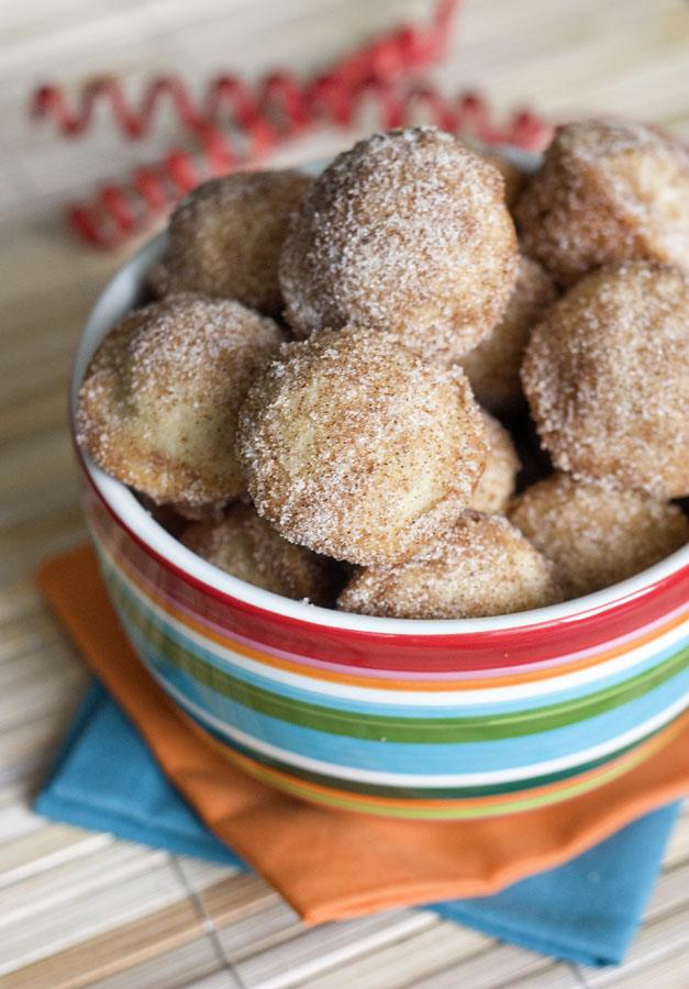 Baked mini churro bites