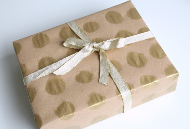 Gold spotty gift wrap ideas 660x449