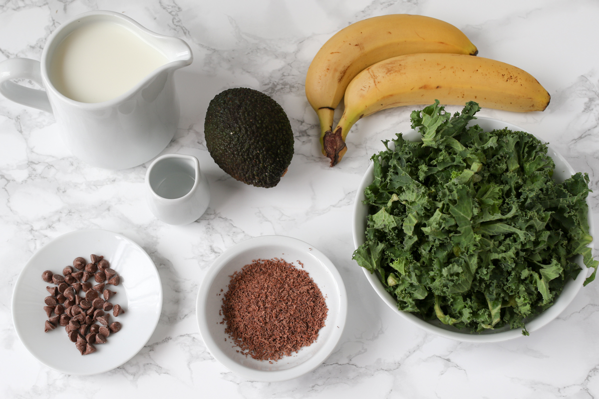 Healthy mint choc chip smoothie ingredients