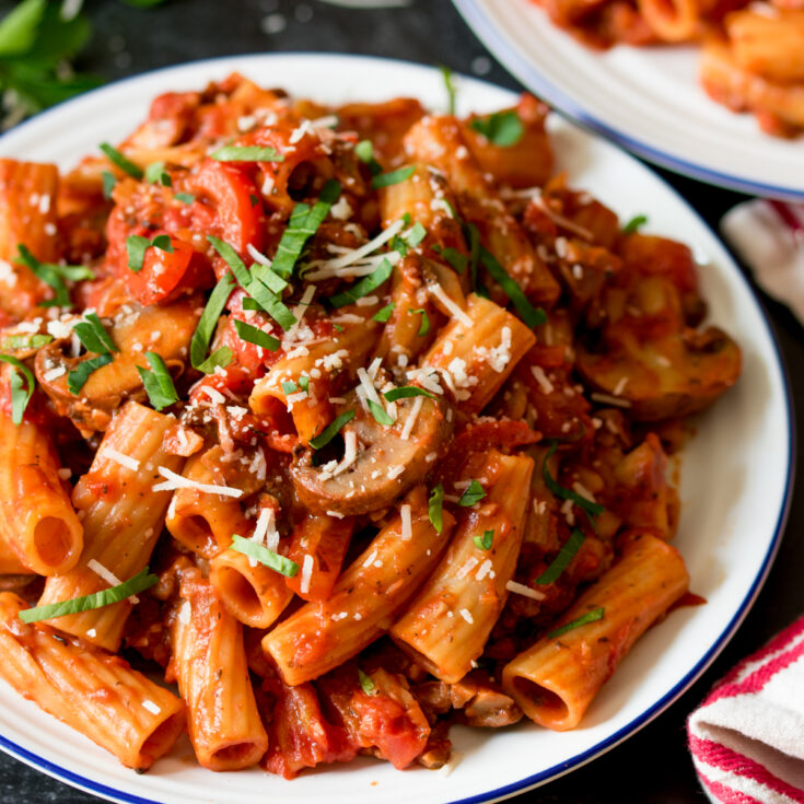 Mushroom ragu with rigatoni - a delicious vegetarian dinner that the whole family will love.