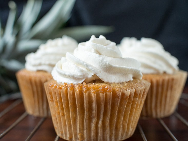 Pisco pineapple cupcakes