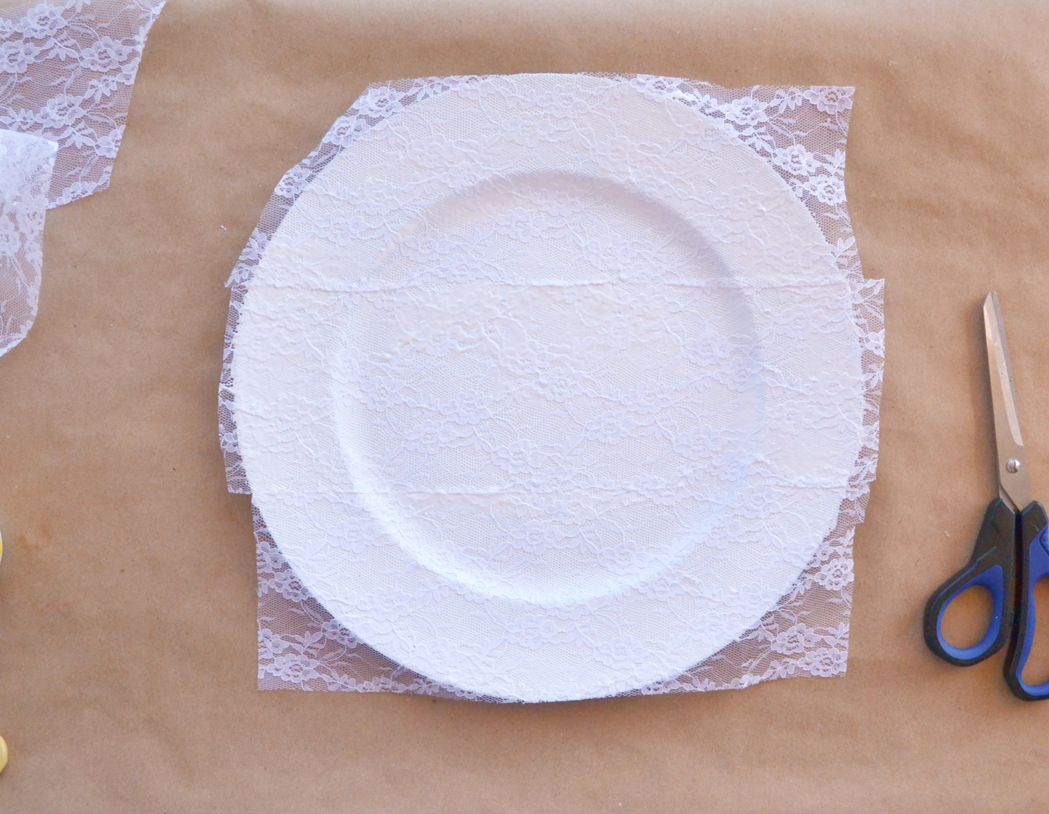 Plate with lace