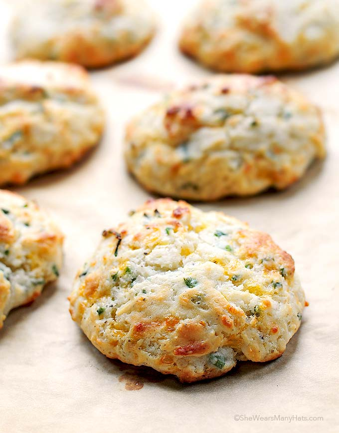 Sour cream cheddar & chive muffins