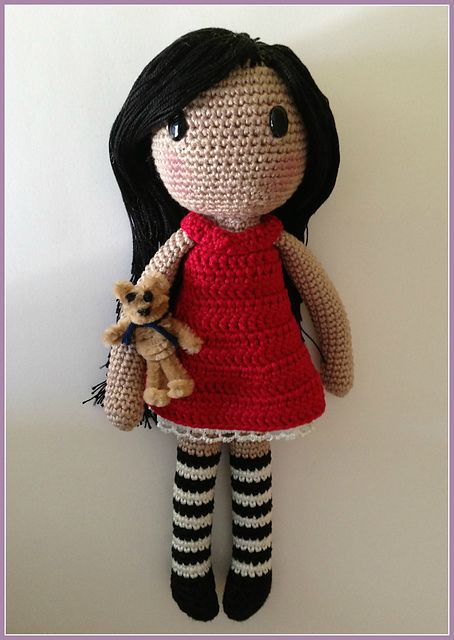 Amigurumi crochet doll pattern: Gloria with realistic bottom | 640x454