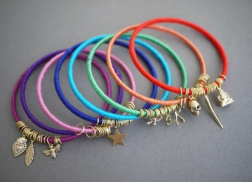 Diy Summer Bracelets Of Colorful Yarn 6 500x362
