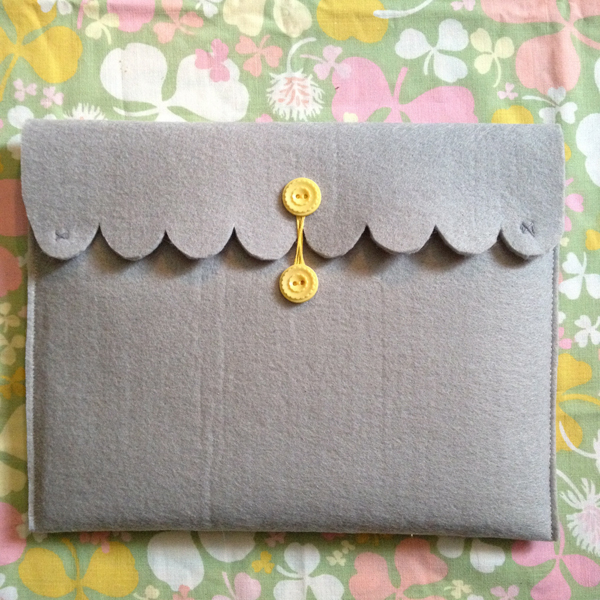 felted-button-case