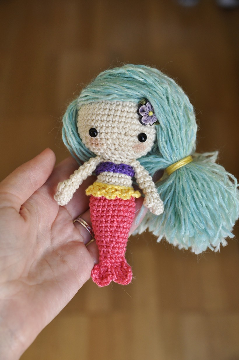 Amigurumi crochet doll pattern: Gloria with realistic bottom | 1235x820