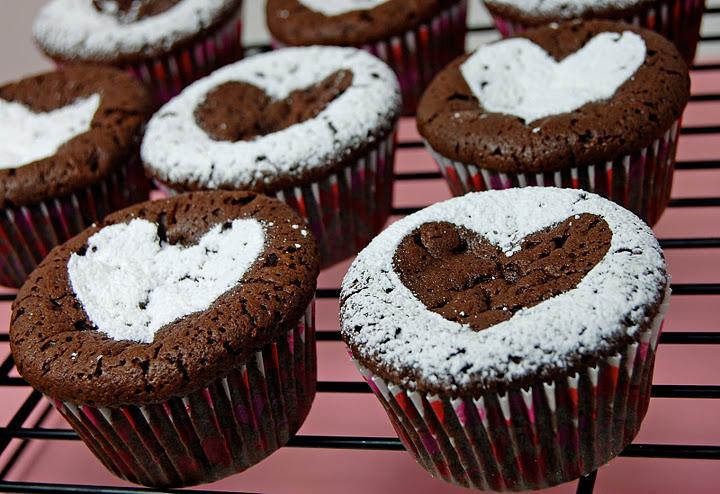 powdered-sugar-heart-brownie-cupcakes