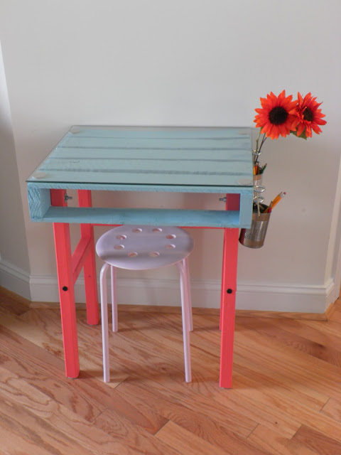 22 colorful pallet kids desk