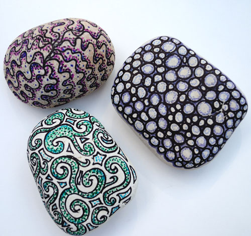 8 decorated pebbles