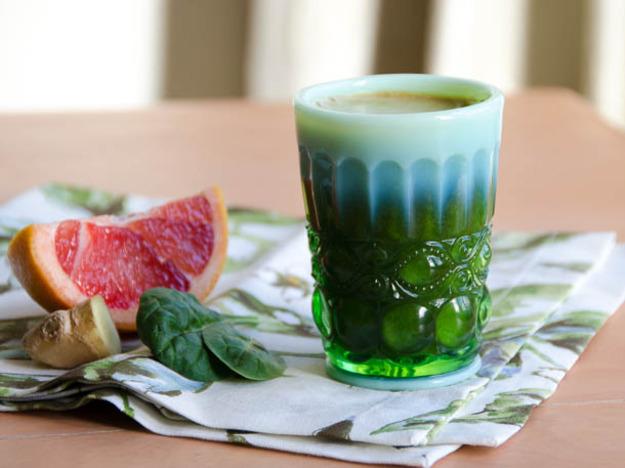 Green grapefruit ginger juice