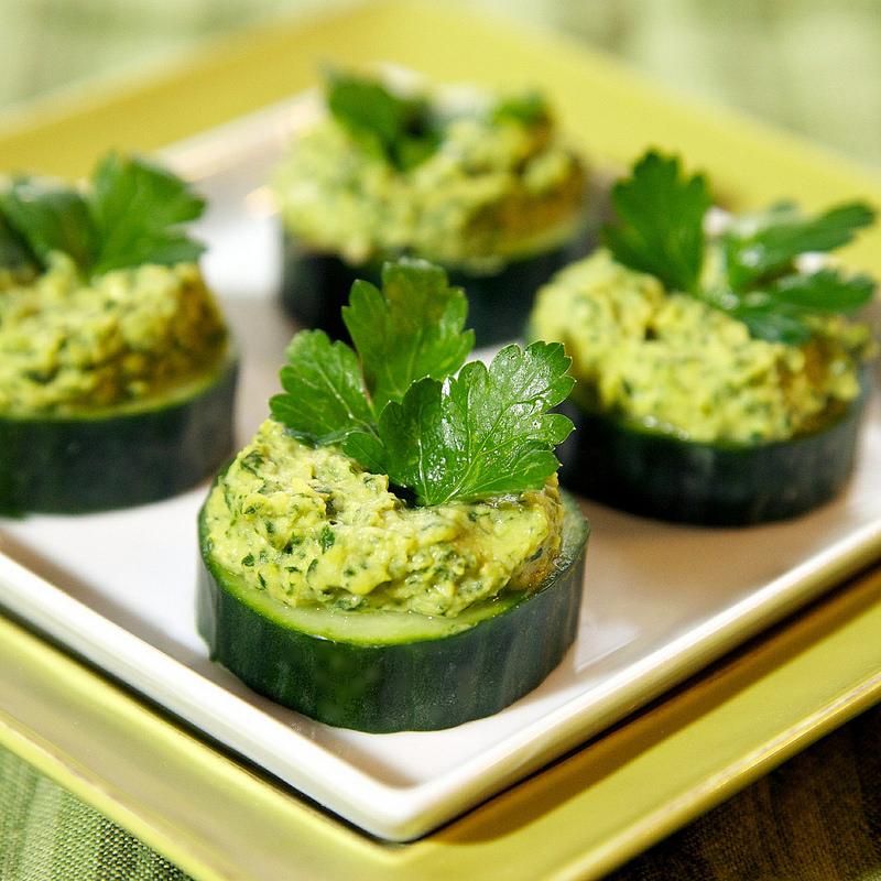 Kale hummus cucumber bites