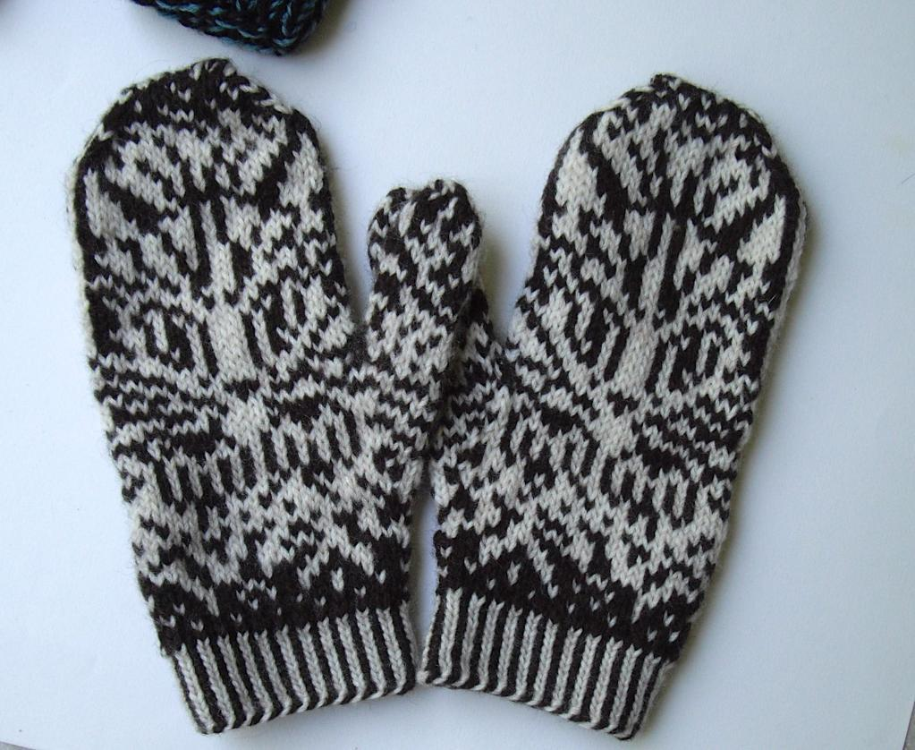 Knitting Patterns For Scratch Mittens : Everyone Loves Mittens - Including Your Kitten