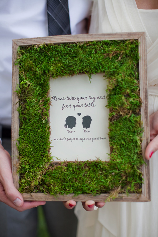 Diy moss wedding frame