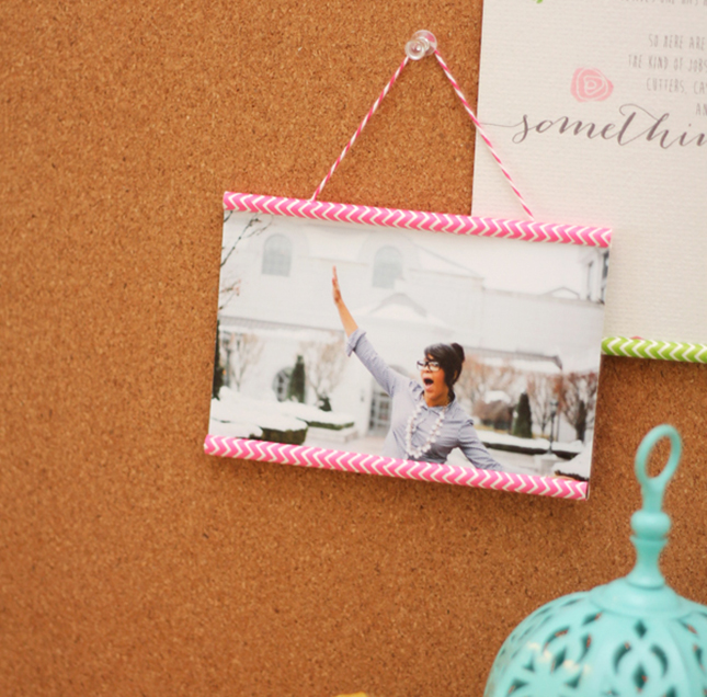 Flaunt your favorite memories with these 50 diy picture frames diy paper straw frame solutioingenieria Images
