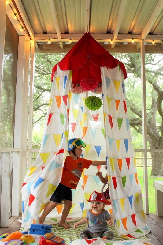 This super fun tent-style playhouse has a circus sensibility with all the bright colors and the red top. And hereu0027s the best part u2013 itu0027s made out of fabric ...  sc 1 st  DIYS.com & 25 DIY Playhouses