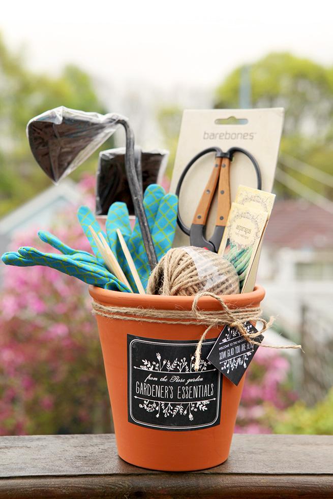 5 gardeners essentials basket