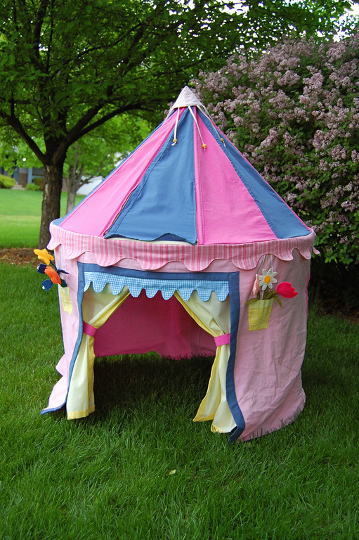 9 fabric playhouse & 25 DIY Playhouses
