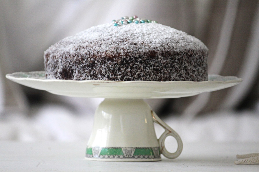 A cake stand