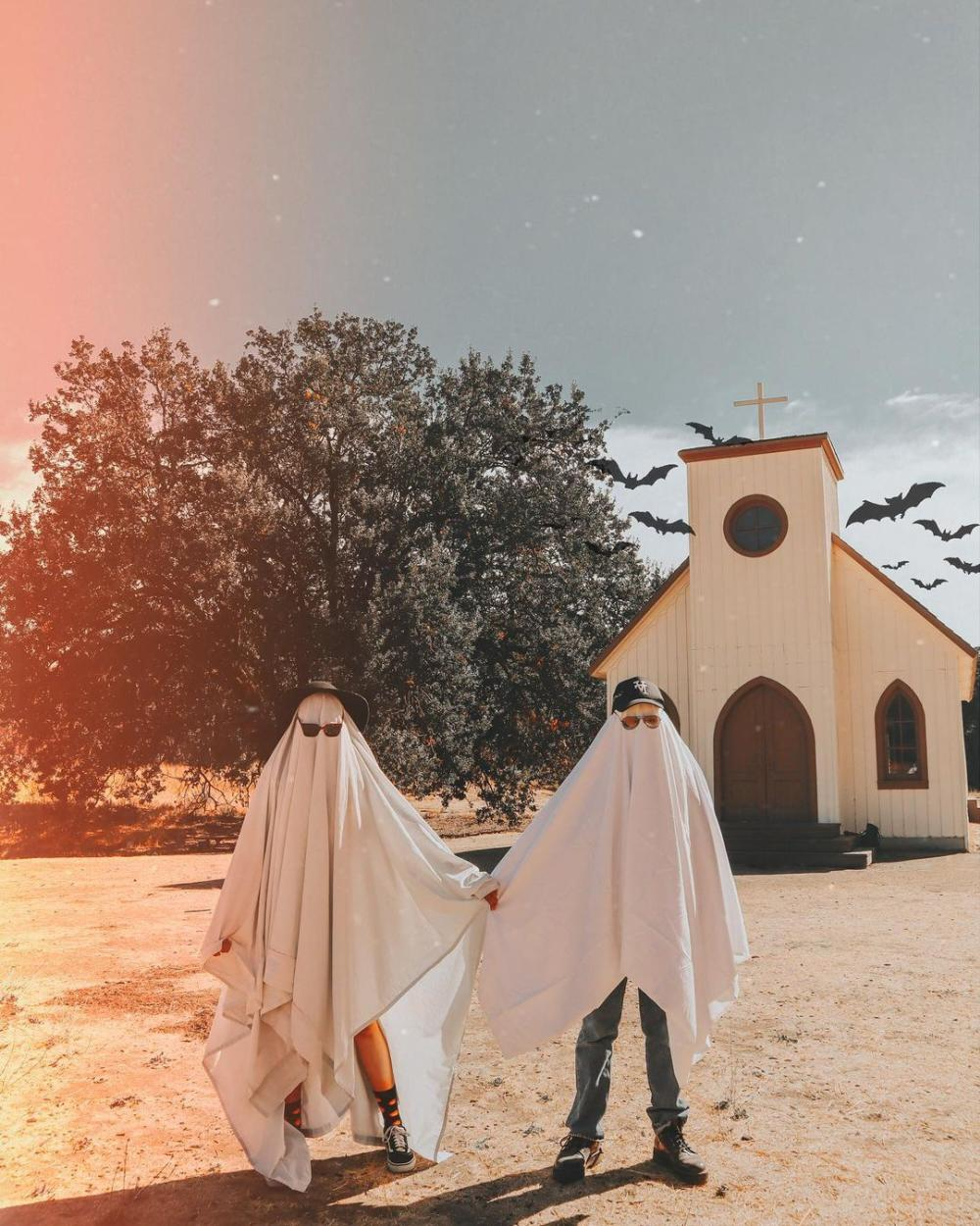 Ghosts funny couples costumes