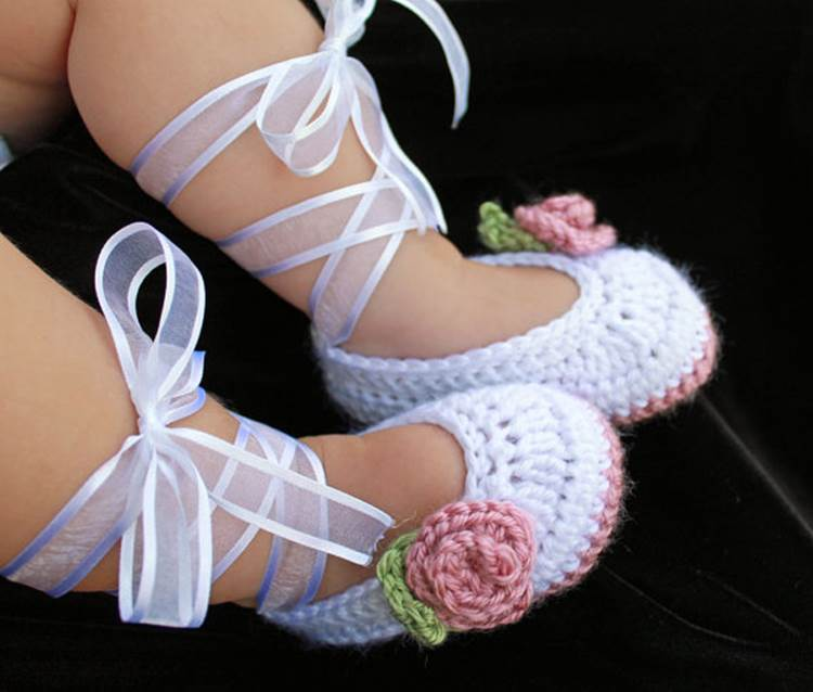 Knitted ballet slipper baby booties