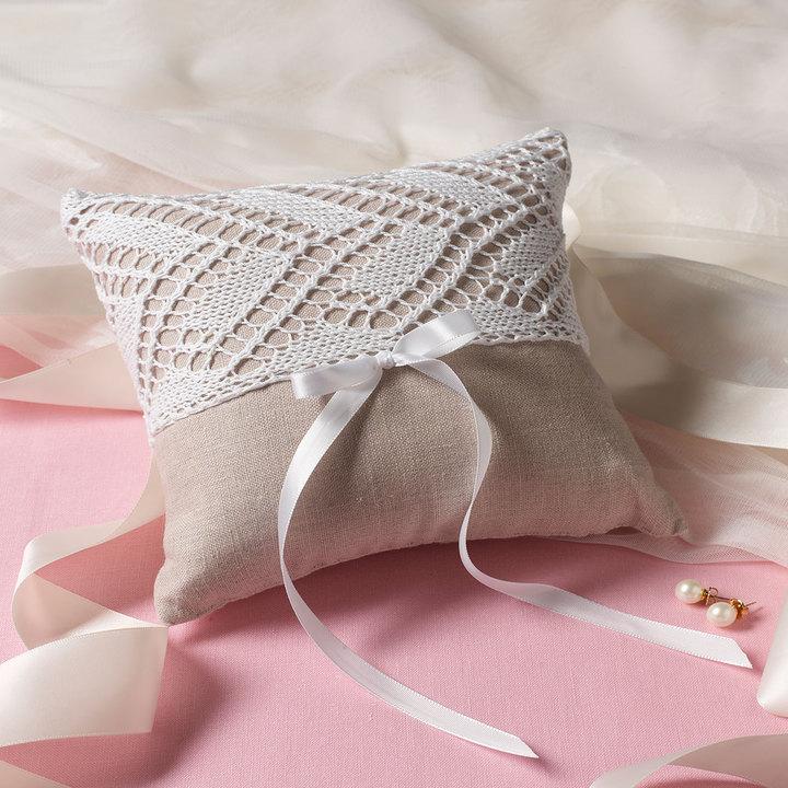 Knitted ring bearer's pillow