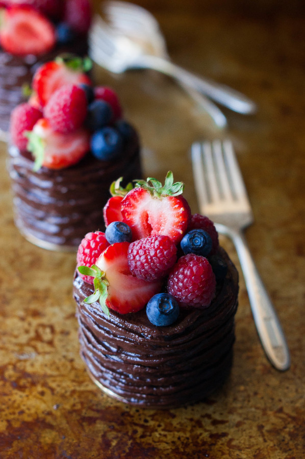 40 double chocolate berry cake