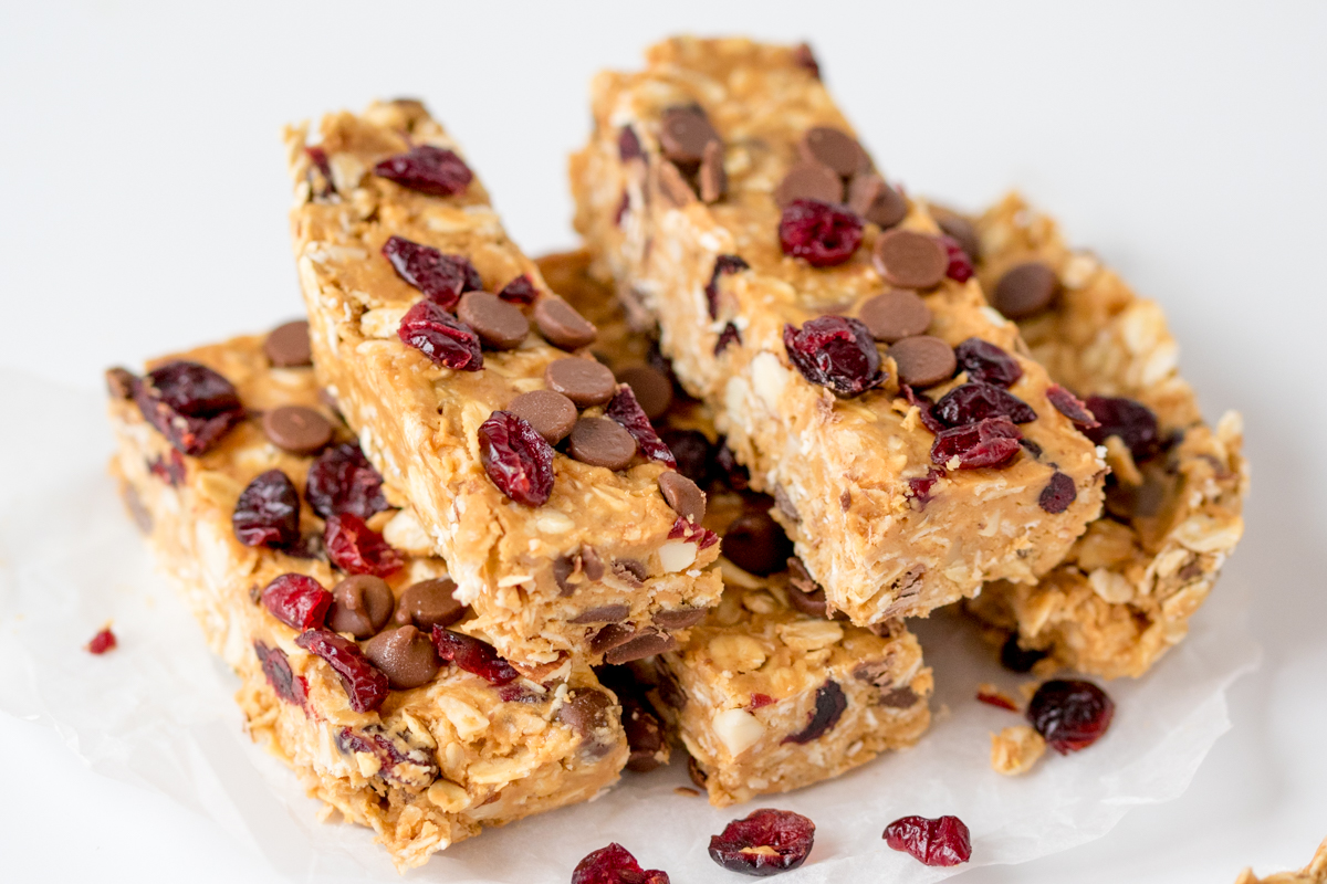 Delicious no-bake peanut butter and cranberry granola bars. Perfect for a speedy breakfast or a lunchbox treat!