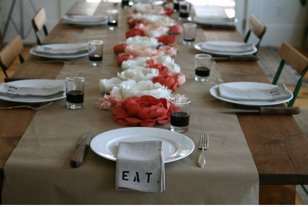 Diy table runners for every occasion paper flower table runner solutioingenieria Gallery