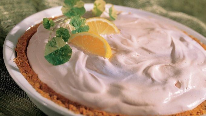 Pin lemonade cream pie