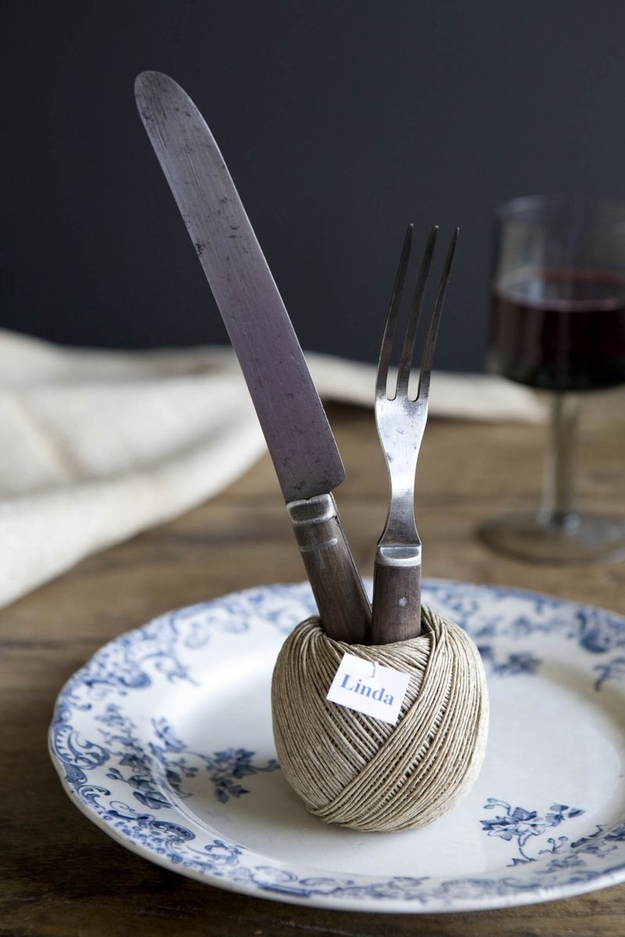 Simple twine place setting