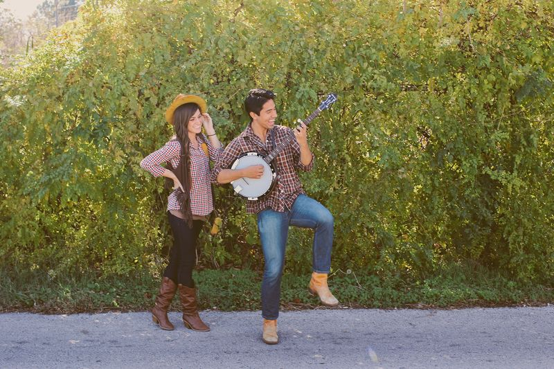 50 of the most creative couples costumes for all events diy cowboy and girl solutioingenieria Choice Image