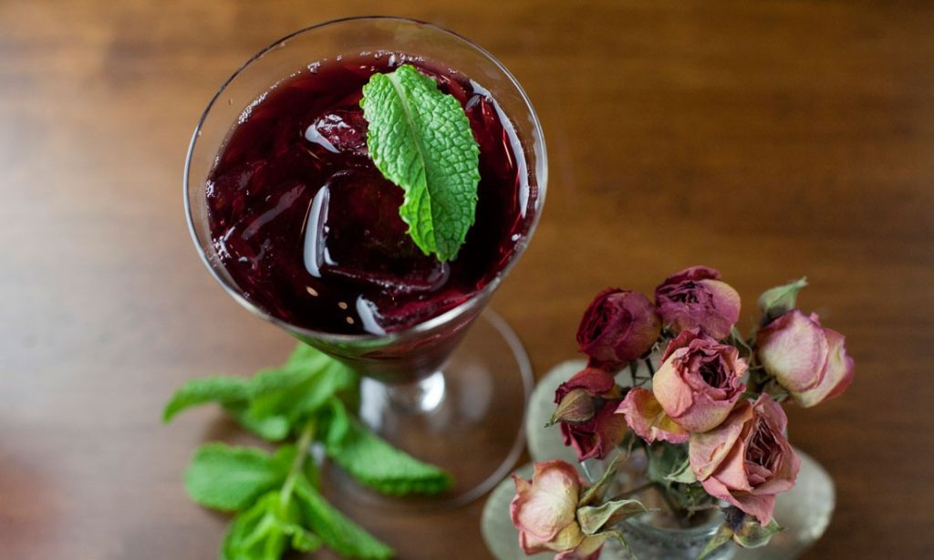 Hibiscus mint iced tea