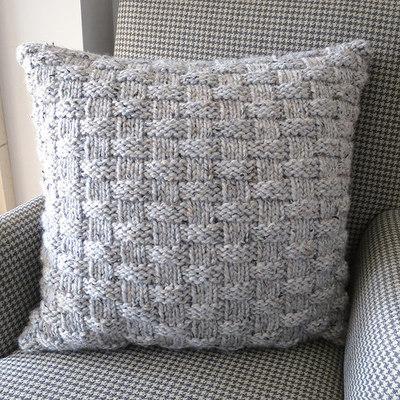 Knit pillow 02