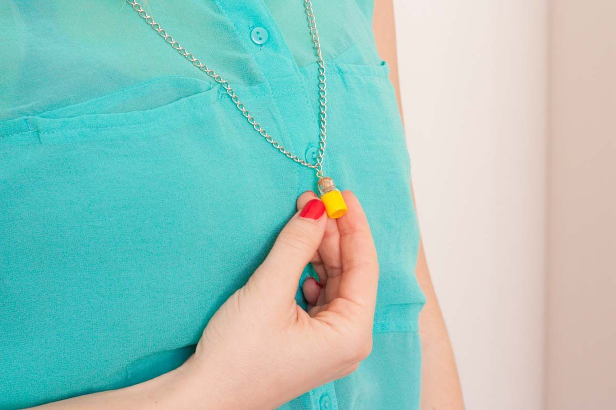Diy mini bottle pendant necklace wear